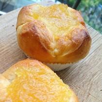 レモンジャムをのせたレモンクリームパン♪painduce